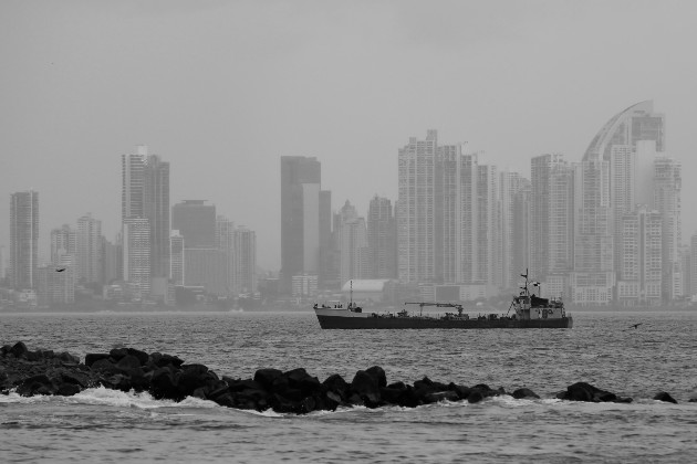 La Ciudad de Panamá vista desde la Isla de Taboga, en el Pacífico panameño. Foto: EFE.