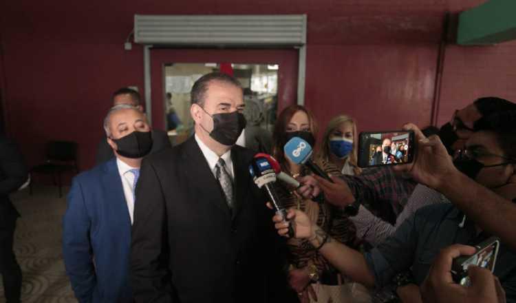 Carlos Carrillo, coordinador del equipo de defensa del exmandatario Martinelli, señaló que en su momento reiterarán la ilegitimidad de estas pruebas. Víctor Arosemena