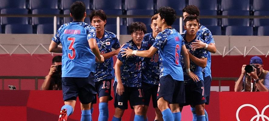 Japón reservó también su lugar en la semifinal después de una victoria en la tanda de penaltis contra Nueva Zelanda. Foto Cortesía: @FIFAcom