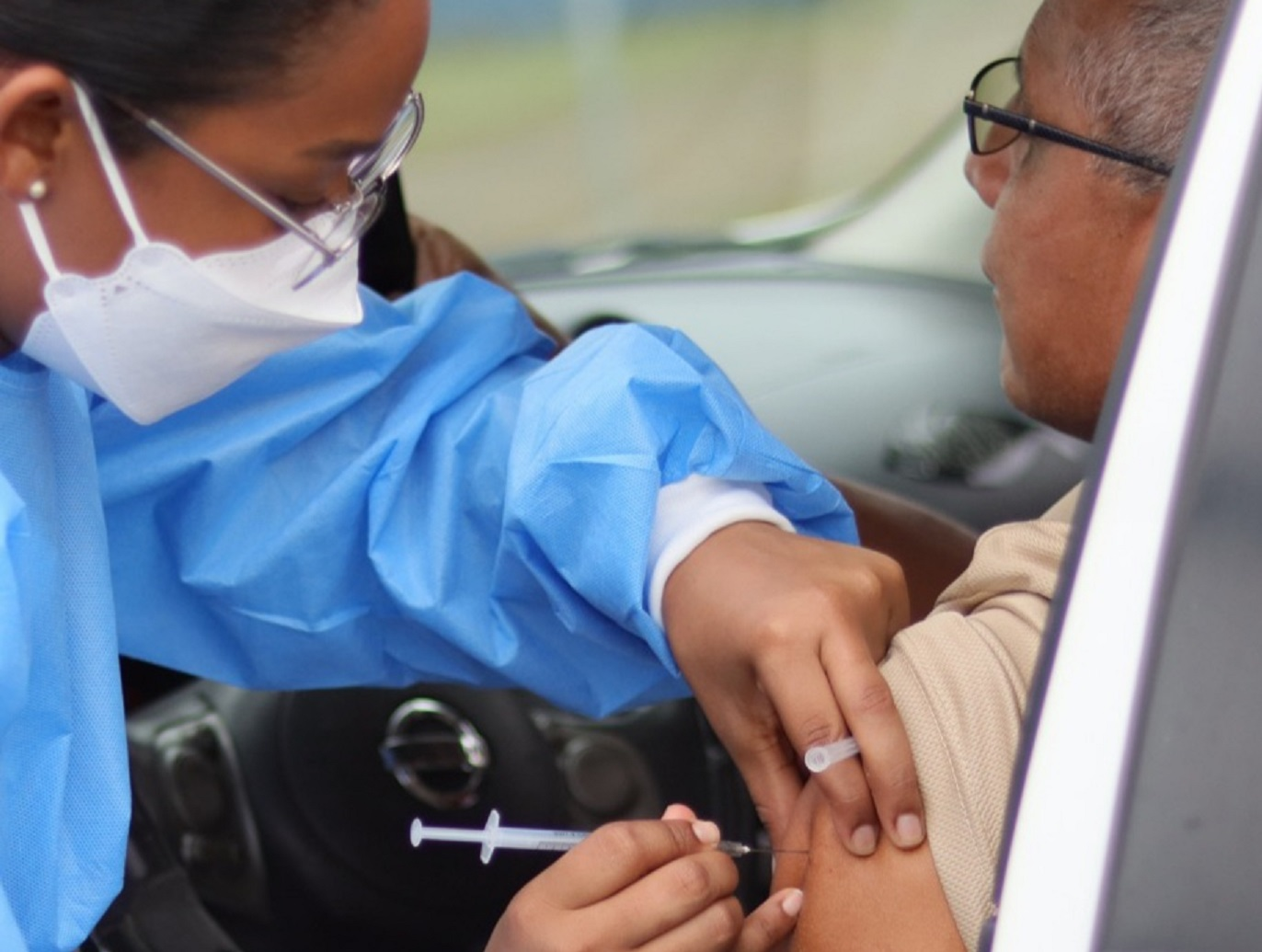 Van más de 33,300 personas inoculadas desde que inicio el barrido el pasado miércoles. Foto: José Vásquez