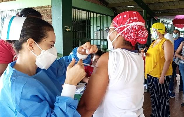 A través de esta jornada de inmunización el Minsa y la Caja de Seguro Social (CSS), planearon inmunizar a más de 123 mil personas en 13 puntos de vacunación habilitados. Foto: Eric Montenegro