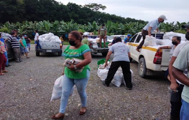 Los damnificados en Bocas del Toro, han recibido el apoyo con bolsas solidarias. Foto: Cortesía