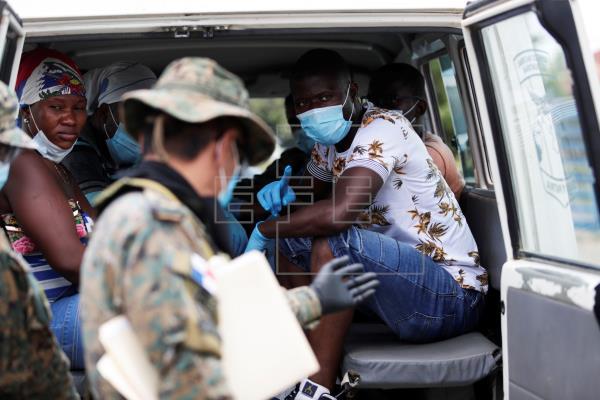 Panamá cerró las fronteras terrestres, marinas y fluviales con Colombia debido a la pandemia de la covid-19, pero esto, al igual que en el 2020, no frenó el flujo de los migrantes en tránsito. Foto: EFE