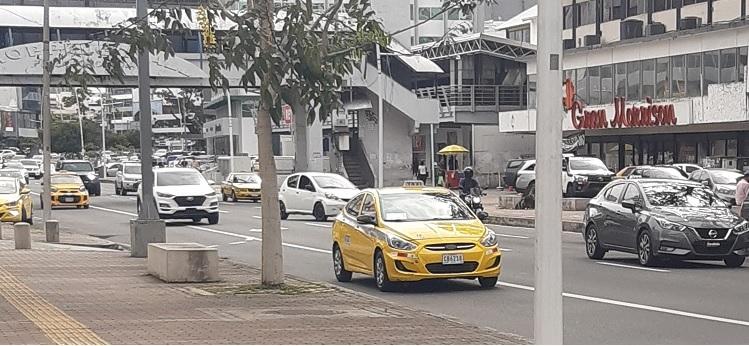 Solo en la ciudad capital hay más de 47 mil cupos otorgados en el transporte selectivo, denunciaron gremios de taxistas. Foto: Archivo