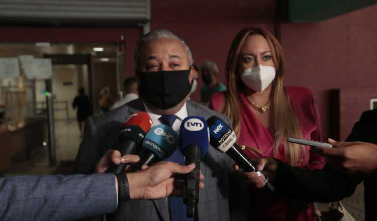 El abogado Roiniel Ortiz manifestó que se la han pasado perdiendo el tiempo con la lectura por parte de la fiscalía de boletines electorales. Víctor Arosemena