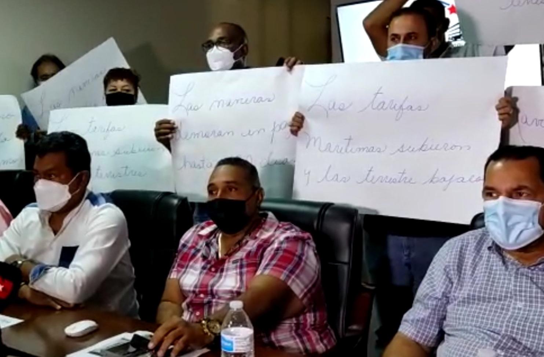 En conferencia de prensa, los transportistas anunciaron el paro. Foto: Diomedes Sánchez