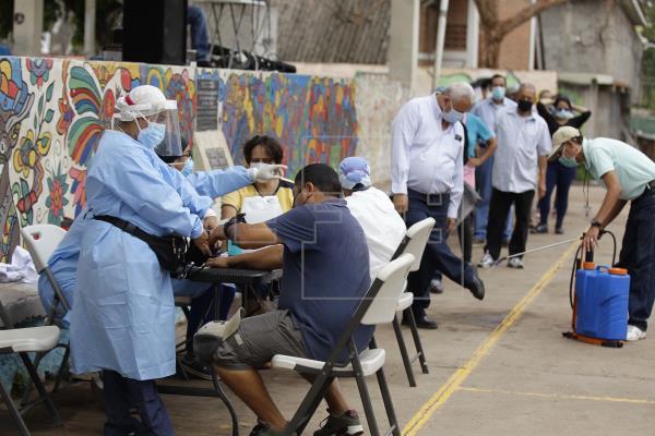 El promedio de casos diarios de covid-19 de la última semana en Costa Rica fue de 1,207. Foto: EFE