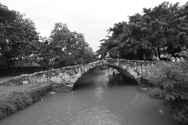 El Puente del Rey, obra de albañilería representativa de la época colonial. Se empleaba como ruta de acceso a la ciudad. Foto: Archivo. Epasa.