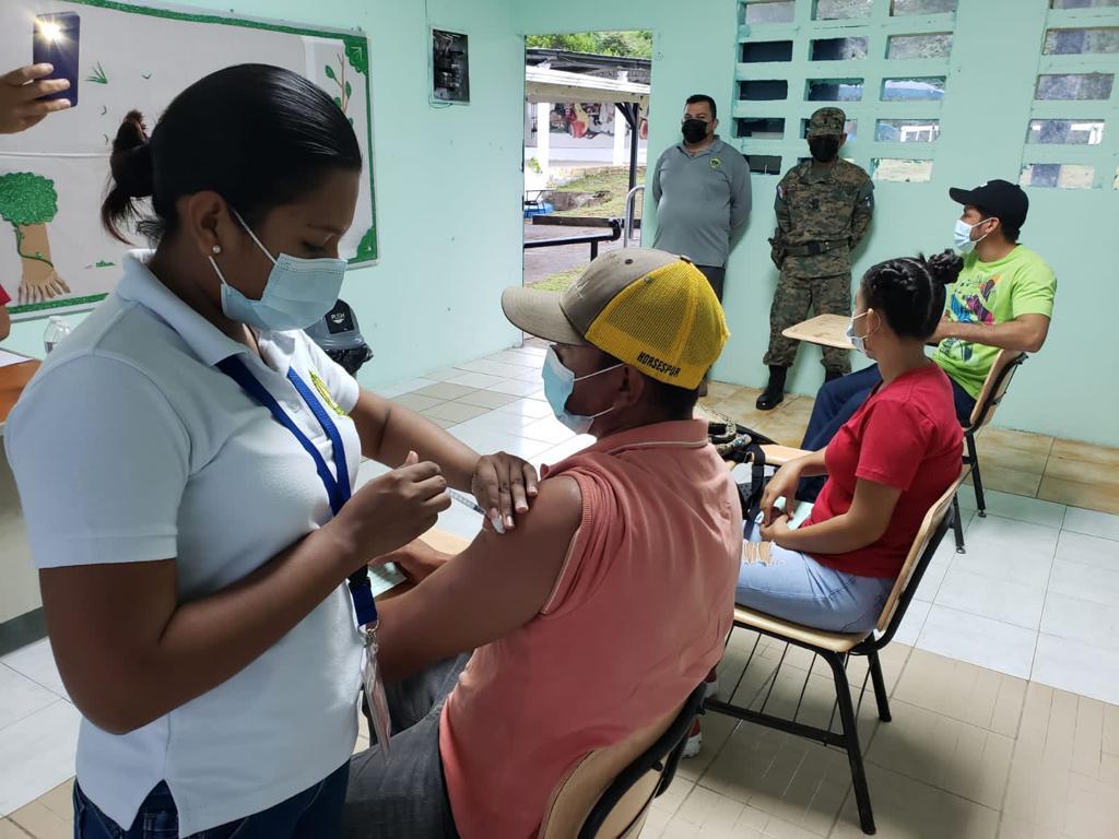 Senafront garantiza que las personas se vayan a vacunar de forma segura. Foto: Cortesía Senafront