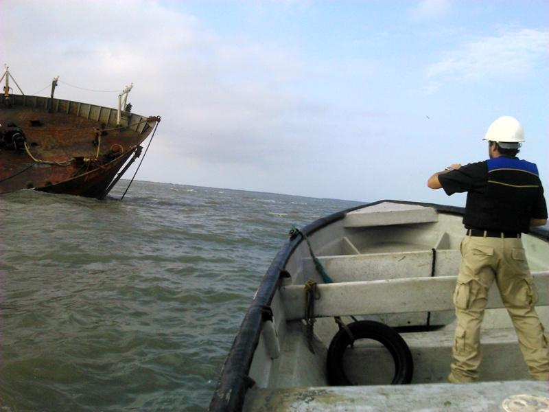 Autoridades realizan inspecciones frecuentes a los barcos areneros. Foto: Archivo