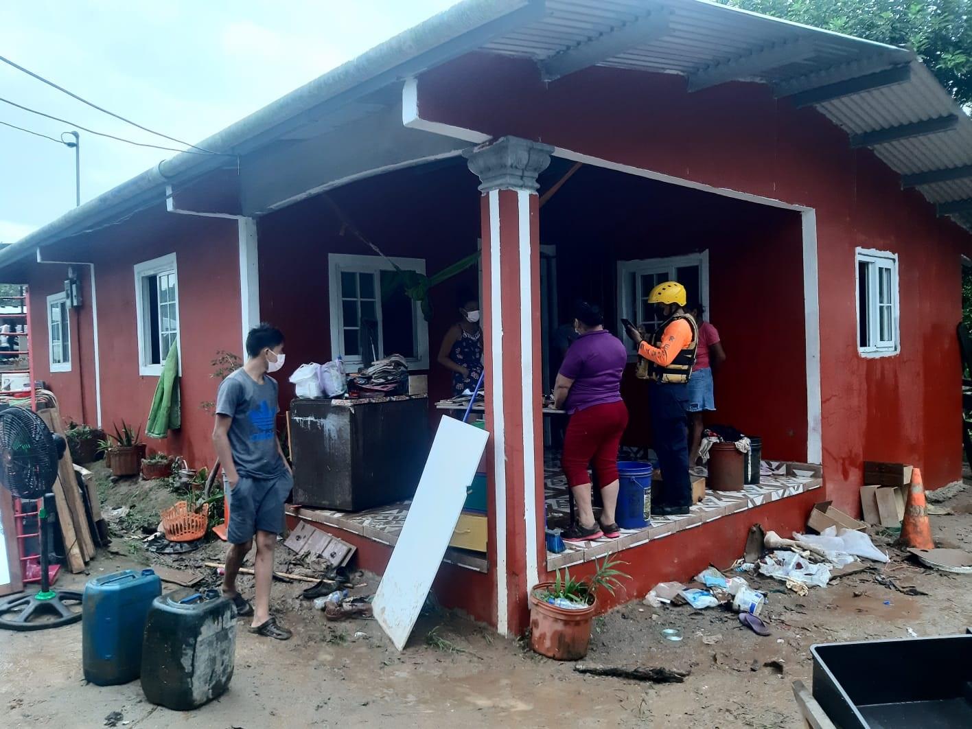 La Gobernación de Coclé y el Sinaproc están suministrando ayuda. Foto: Eric A. Montenegro