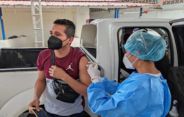 Expertos recuerdan que la vacunación es clave para evitar complicaciones por covid-19. Foto: Cortesía Minsa