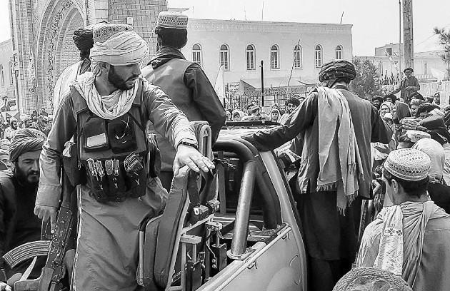 Entrada de los talibanes a Kabul. Una nueva crisis de poder que dejará su sello en las páginas del mundo. La repetición de un error. Pero, la pregunta que surge ahora es, ¿acaso lo es?. Foto: EFE.
