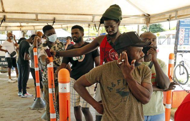 Miles de migrantes de diversos países tratan de cruzar la frontera colombo-panameña para llegar a Estados Unidos. Foto: EFE