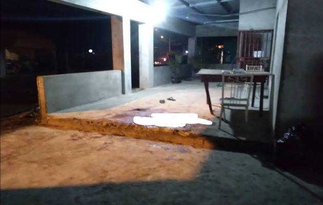 Los funcionarios del Ministerio Público se trasladaron a la residencia de la víctima para recopilar indicios e información que puedan esclarecer este suceso y dar con los responsables. Foto: Mayra Madrid