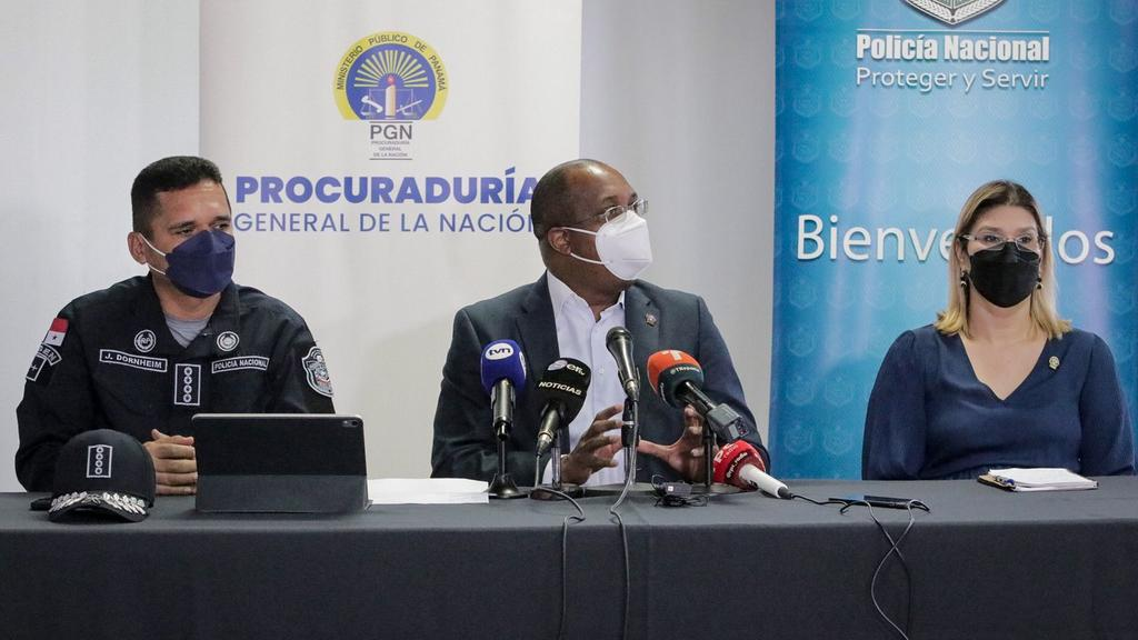 El procurador Caraballo, la fiscal Marta Barríos y el director de la PN, John Dornheim, brindan los detalles. Foto: Cortesía/PGN