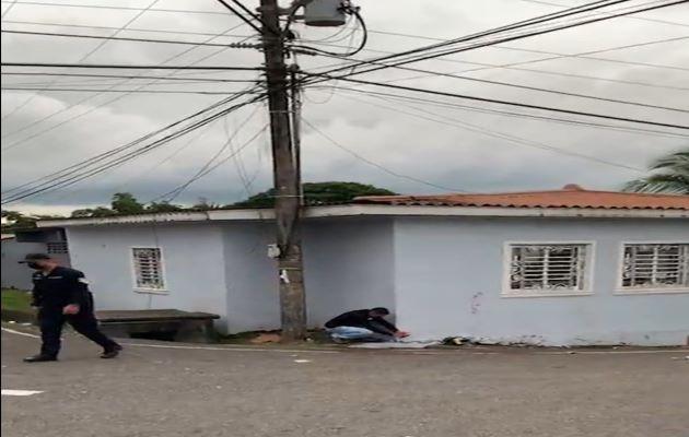 Funcionarios del Ministerio Público recogieron al menos 20 casquillos de bala en el lugar del ataque. Foto: Diomedes Sánchez