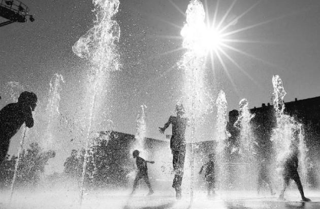 El calentamiento global está generando una cascada de efectos secundarios como aumento de la temperatura, sequías y olas de calor. Foto: EFE.