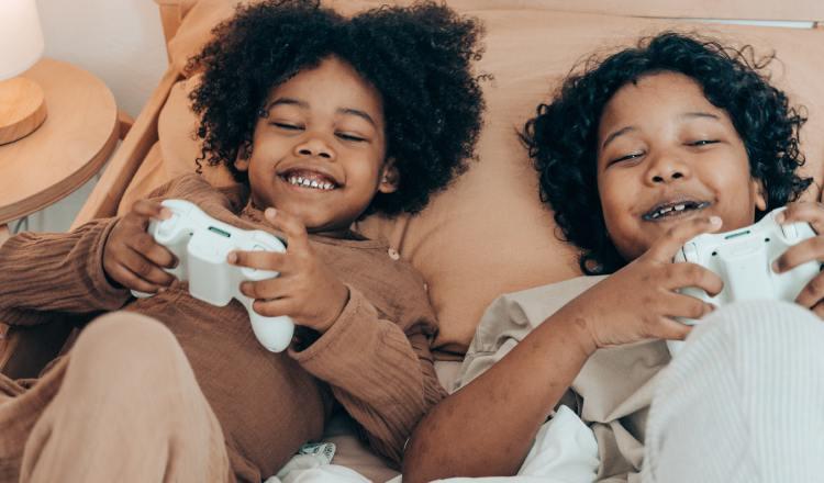 Algunos padres se pueden preocupar por el tiempo que los niños pasan jugando. Ilustartiva / Pexels