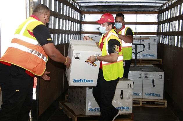 El nuevo embarque de vacunas de Pfizer llegó al Aeropuerto Internacional de Tocumen. Foto: Cortesía Minsa