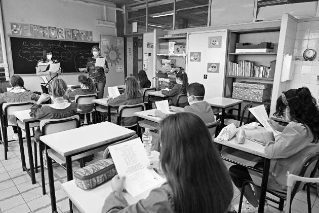Los centros educativos deben estar abiertos al proceso de enseñanza-aprendizaje. Foto: EFE.