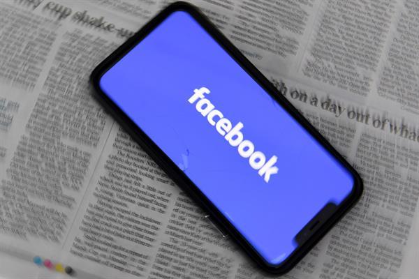 Fotografía de archivo del logo de la red social Facebook. EFE