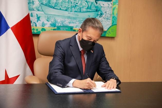 El proyecto de ley 185 fue sancionado por el presidente Laurentino Cortizo. Foto: Cortesía @NitoCortizo