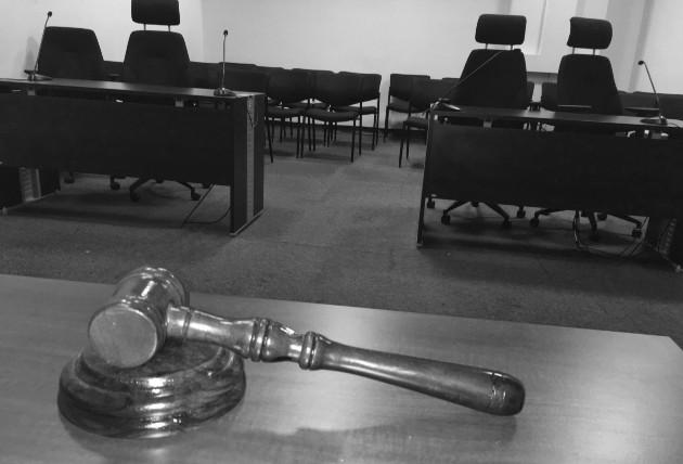 Un juez busca, indaga, en las razones propias del Derecho y de las pruebas, en los hechos y circunstancias, un grado de certeza para producir su sentencia. Foto: Órgano Judicial.