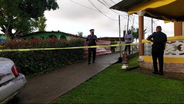 Un taxista y un joven de entre 16 y 19 años murieron en Colón. Foto/Diomedes Sánchez