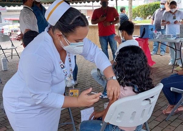 Un total de 8,363 dosis de la vacuna de Pfizer fueron aplicadas en la jornada de vacunación de ayer para personas desde los 12 años del circuito 4-1. Foto: Cortesía Minsa