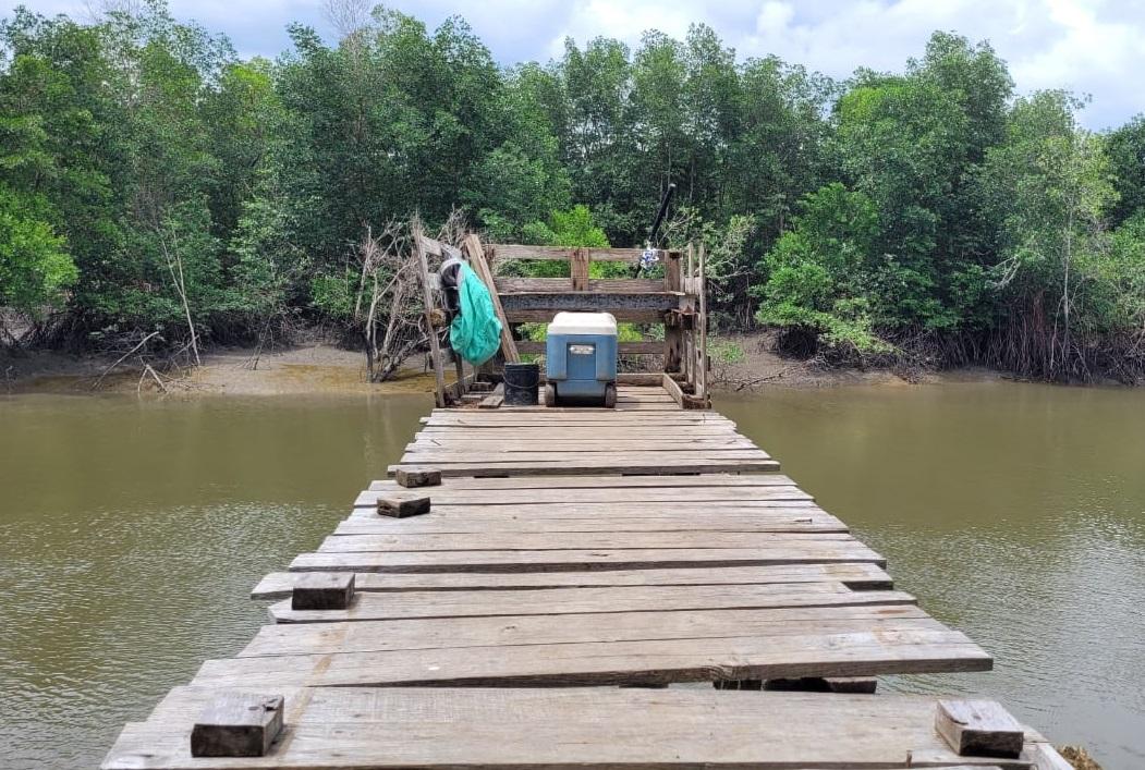 El muelle tiene una altura aproximada de 20 pies y está construido con tablones de madera. Foto: Eric A. Montenegro