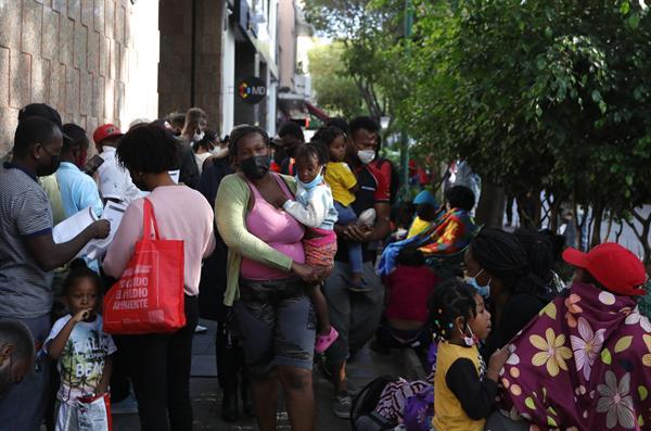 Miles de migrantes haitianos han llegado a la fronteriza en la frontera sur en Estados Unidos. Foto: EFE