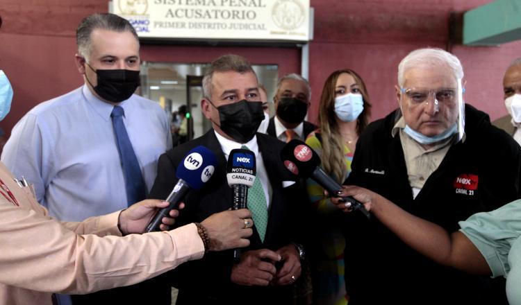 La defensa de Ricardo Martinelli cuestiona la decisión del Tribunal de Juicio Oral de impedir que se divulgue testimonio del testigo protegido. Víctor Arosemena