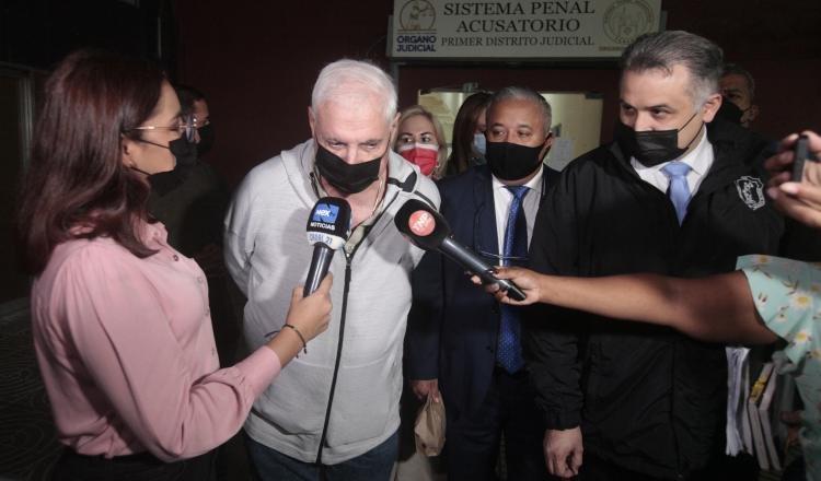 El expresidente Ricardo Martinelli y el abogado Alfredo Vallarino, dieron declaraciones ayer al terminar la jornada. VÍCTOR AROSEMENA