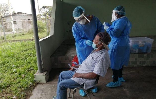 En las últimas 24 horas se aplicaron 7,242 pruebas para detectar el virus.