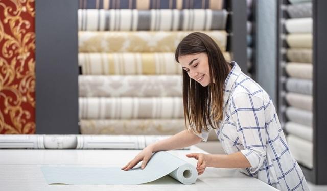 El papel tapiz ofrece una textura y un diseño que la pintura no consigue. Foto: Ilustrativa / Freepik