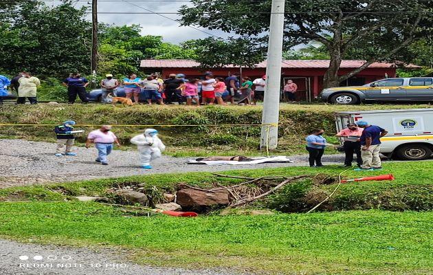 El cuerpo del joven de 18 años fue encontrado dentro de una alcantarilla por donde pasa una quebrada en el corregimiento de Macano. Foto: José Vásquez