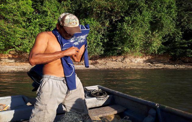 Hace cerca de dos semanas pescadores del lugar habían alertado a las autoridades dando aviso de haber visto flotando en el mar el cuerpo de un hombre. Foto: Melquiades Vásquez