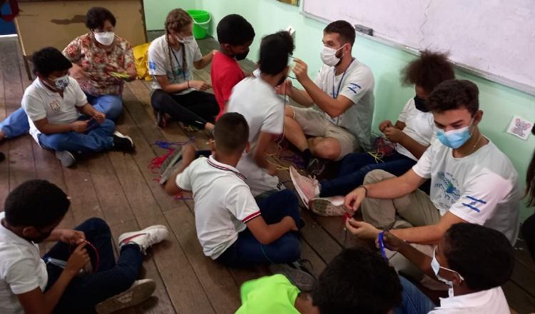 Jóvenes en las escuelas panameñas. Víctor Arosemena