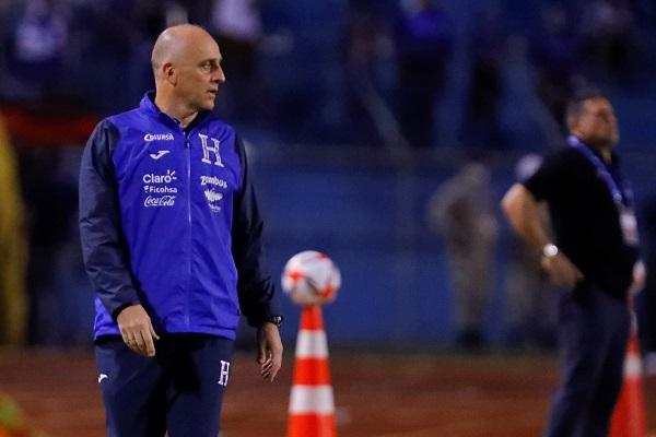Sebastián Coito, separado de su cargo como técnico de Honduras.