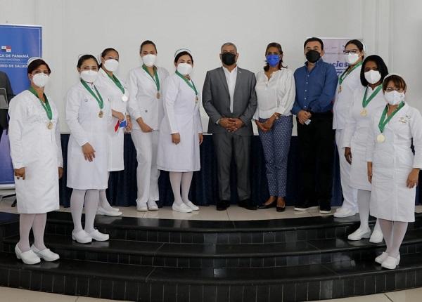 En el acto participaron el ministro Luis Francisco Sucre y más de 200 enfermeras y técnicos de enfermería. Foto: Cortesía Minsa