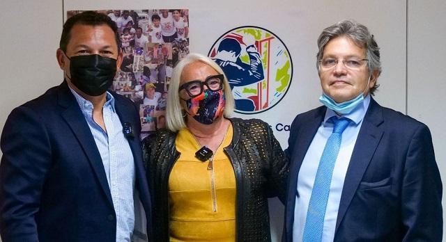 Luis Casis, Esther Piquera y el Dr. Raúl Abella. Foto: Instagram