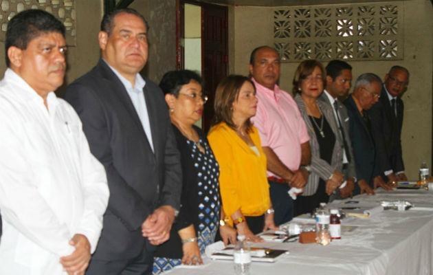 Reunión entre docentes y la ministra de Educación Maruja Gorday de Villalobos.