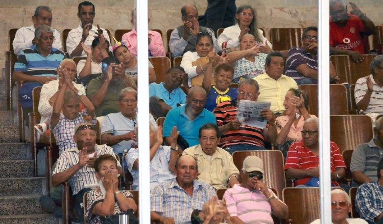 Los jubilados se quedaron esperando el debate de los proyectos que les interesa. Foto de cortesía
