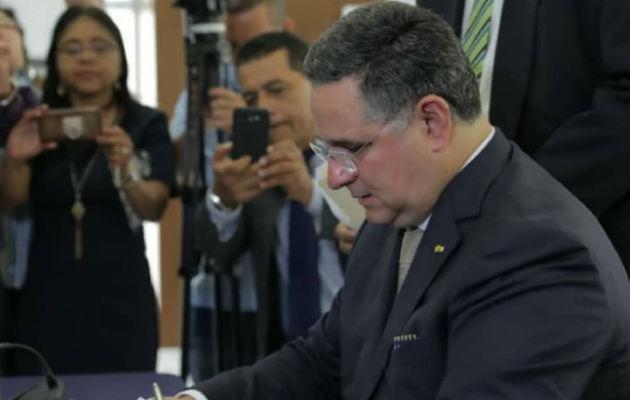Ameglio pide un áudito forense externo para el proceso de revisión de firmas que ha cumplido el Tribunal Electoral. Cortesía