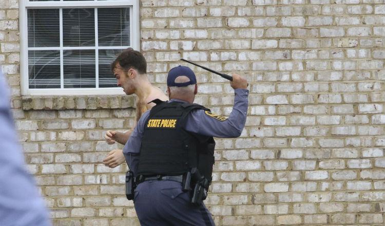 Caótico arresto de Mathew Bernard Foto AP.