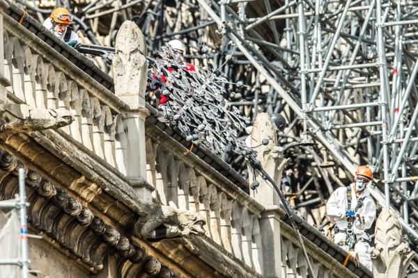 Vista de los trabajos de consolidación en la fachada de la Catedral de Notre Dame. FOTO/EFE