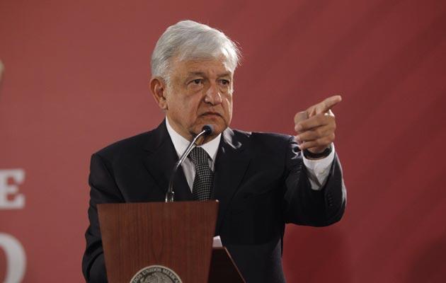 El presidente Andrés Manuel López Obrador, prometió combatir la violencia. FOTO/EFE