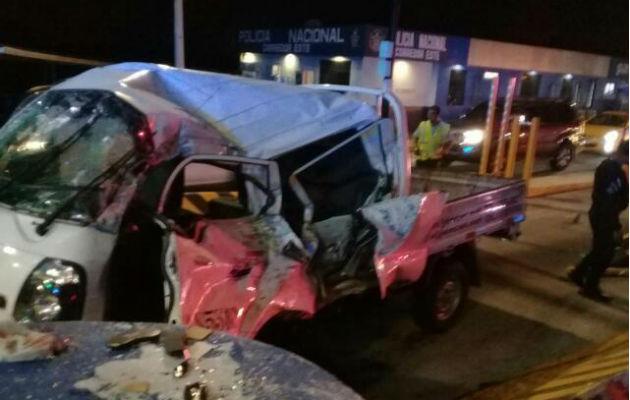 El vehículo chocó con un objeto fijo. Foto: @TraficoCPanama