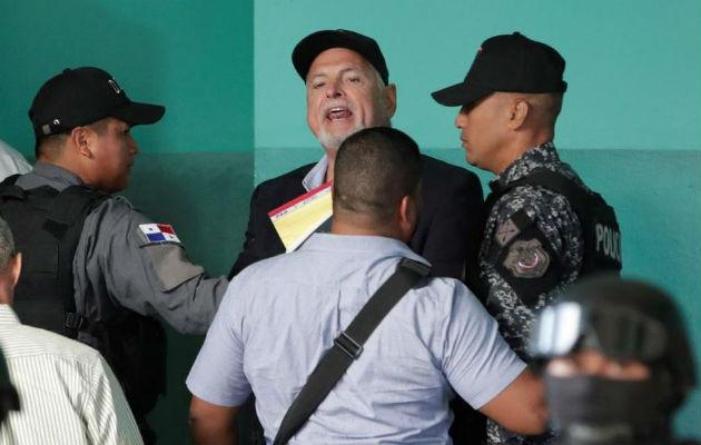 Médico recomienda a custodios de El Renacer permitir caminatas al expresidente Ricardo Martinelli. Foto: Panamá América.